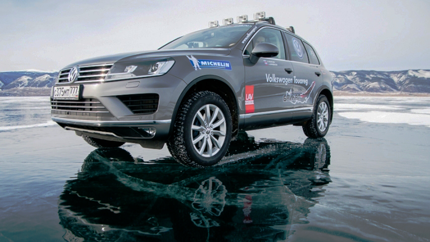Озеро Байкал. Volkswagen Touareg на зимних шинах Michelin Latitude X-Ice North 2+
